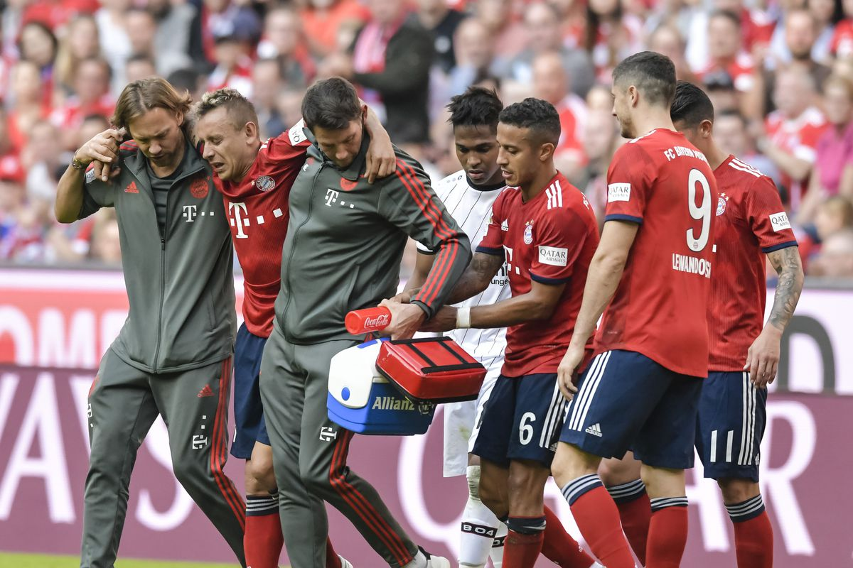 Rafinha leaves Bayern Munich match with injury after hard tackle ...