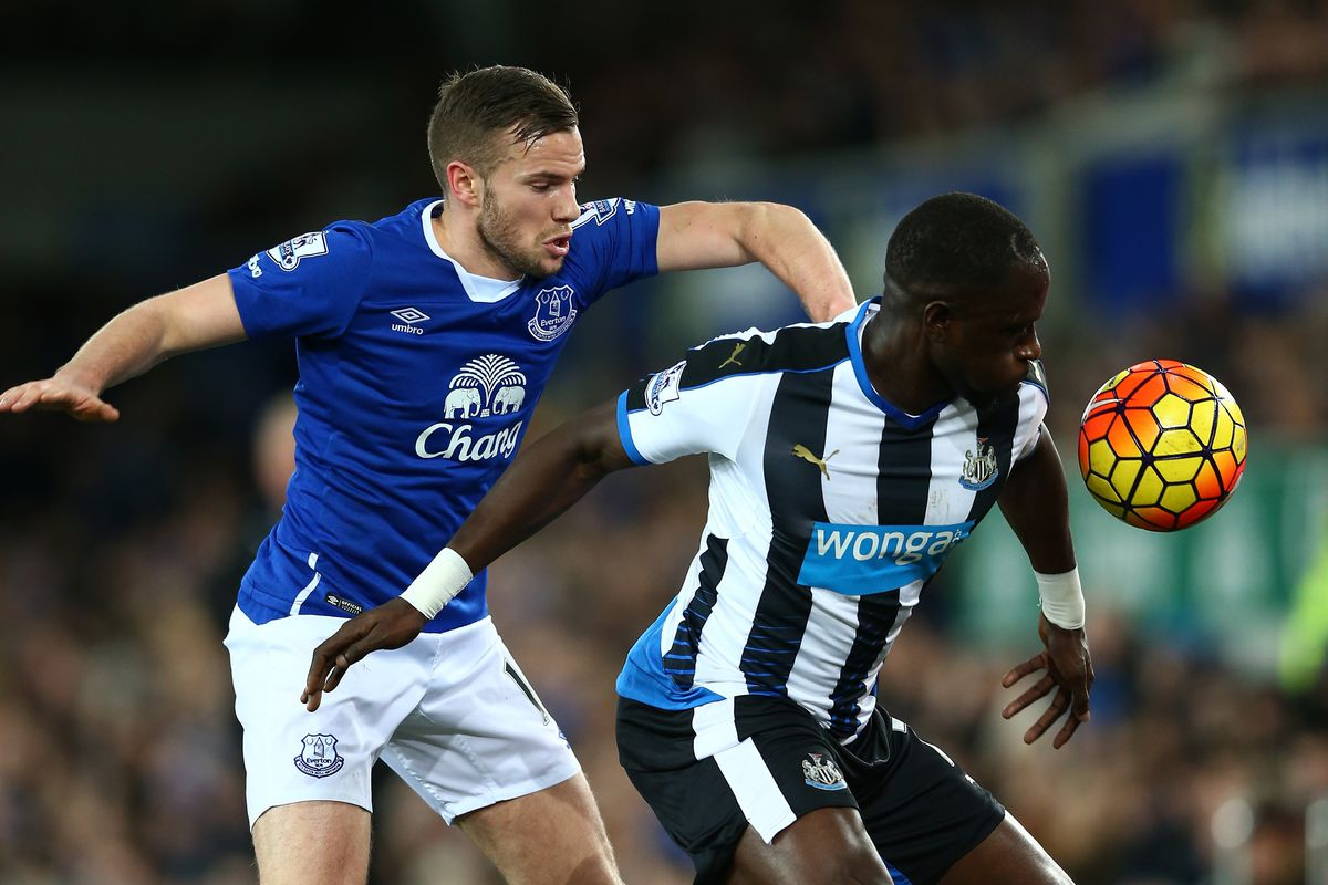 Tom Cleverley chases down Moussa Sissoko, a common occurrence from Wednesday's victory.