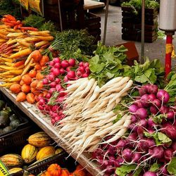 """<b>↑</b>Meander through the <b><a href="""" https://www.facebook.com/UnionSquareGreenmarket """">Union Square Greenmarket</a></b> (Broadway at 17th Street) to sample and stock up on some of the city's freshest fruits and vegetables. Or go straight for the good"""