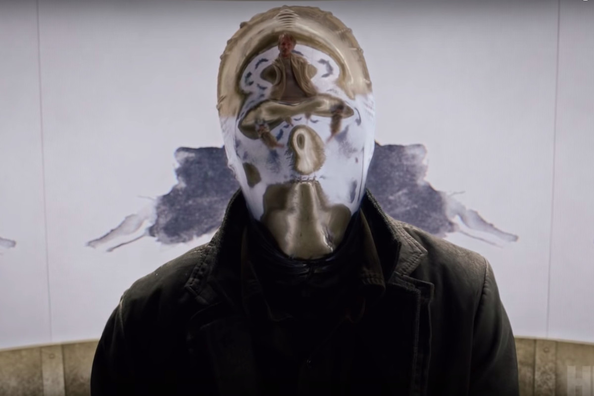 Detective Looking Glass, with his reflective mask, in HBO's Watchmen.