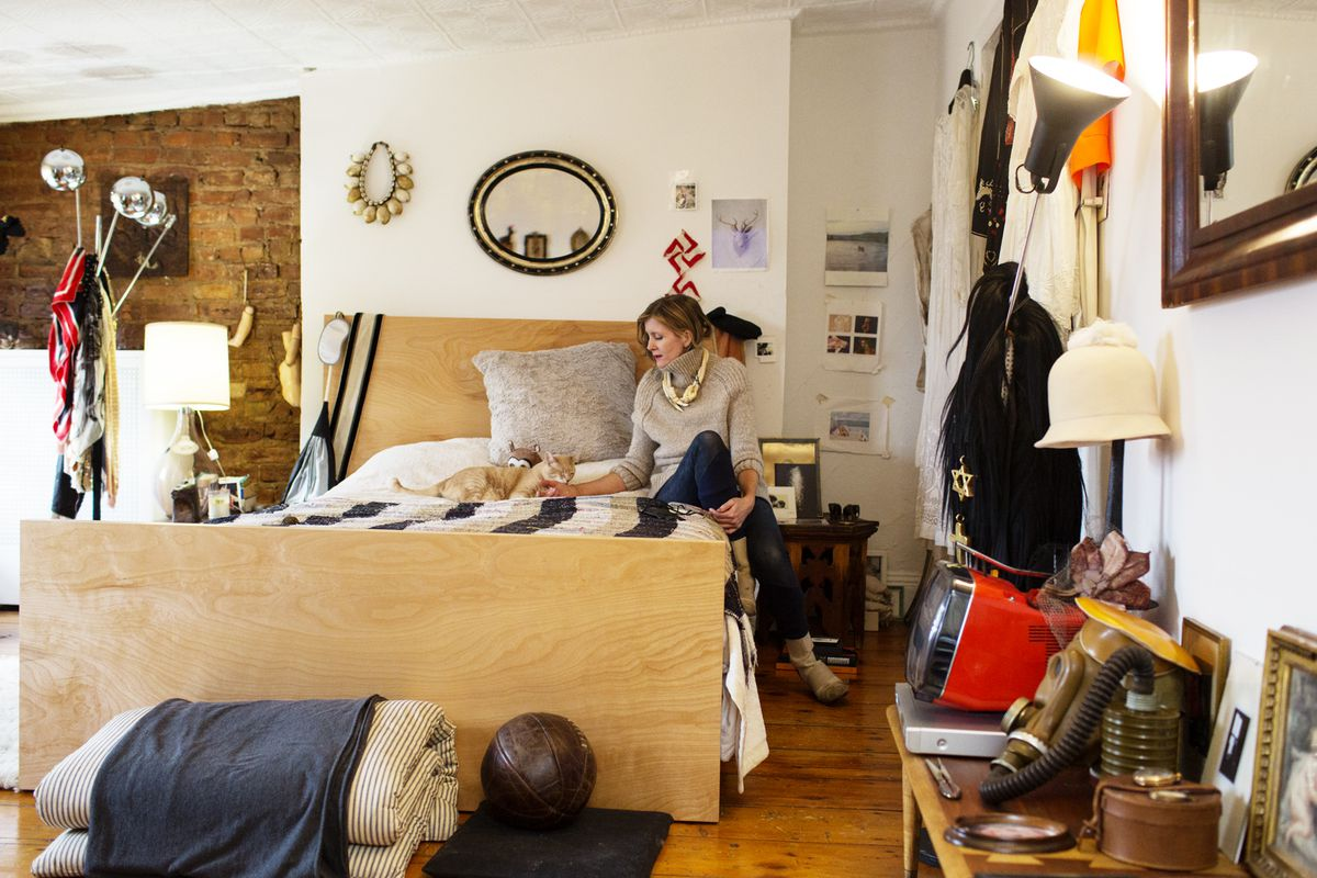 """Photo via <a href=""""http://theselby.com/galleries/victoria-bartlett-stylist-and-creative-director-president-and-designer-of-vpl-at-home-in-brooklyn/"""">The Selby</a>"""