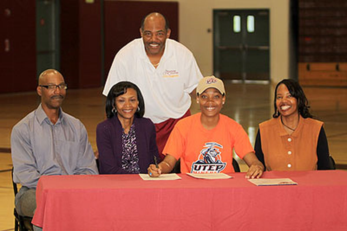 """<strong>Pure Joy</strong>.  Pasadena College standout Kim Smith is UTEP's newest woman's basketball star.  Welcome, Kim!  via <a href=""""http://pasadena.edu/images/NewsEvents/News/3289_Image.jpg"""">pasadena.edu</a>"""