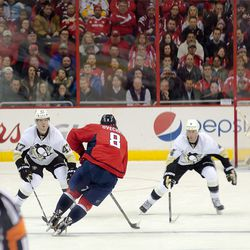 Ovechkin Crosses Blue Line Into Three Defenders