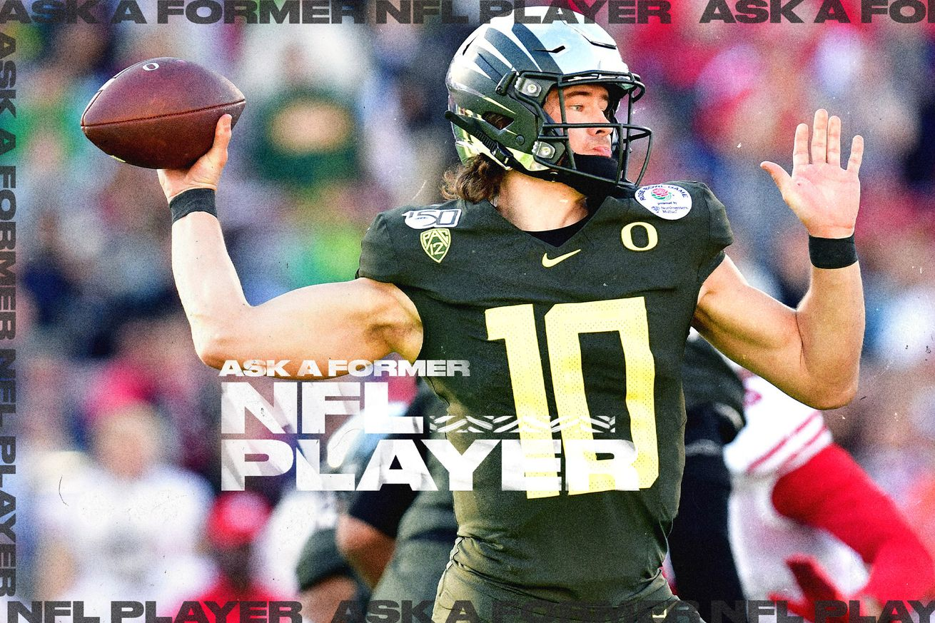 Oregon QB/NFL Draft prospect Justin Herbert prepares to throw a football
