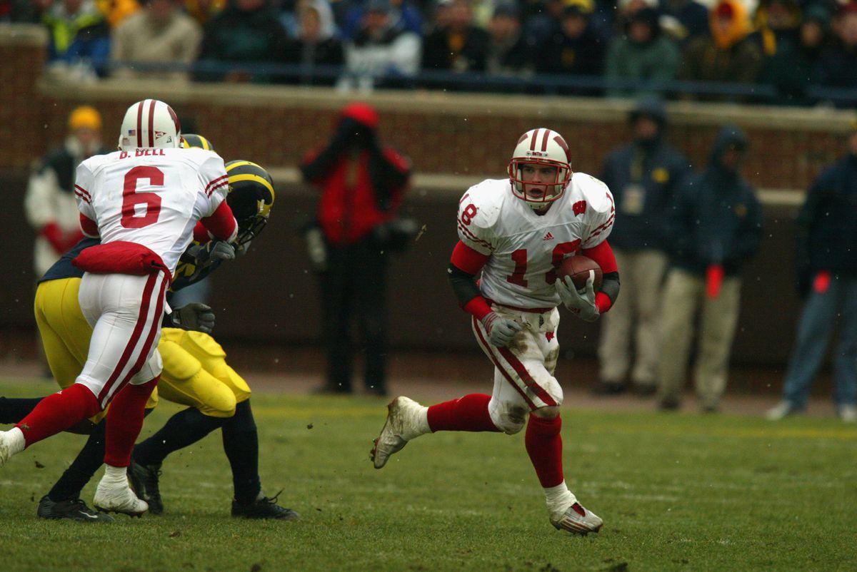 Jim Leonhard caries the ball