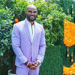 Yes, Tyson Beckford looks marvelous in every color.