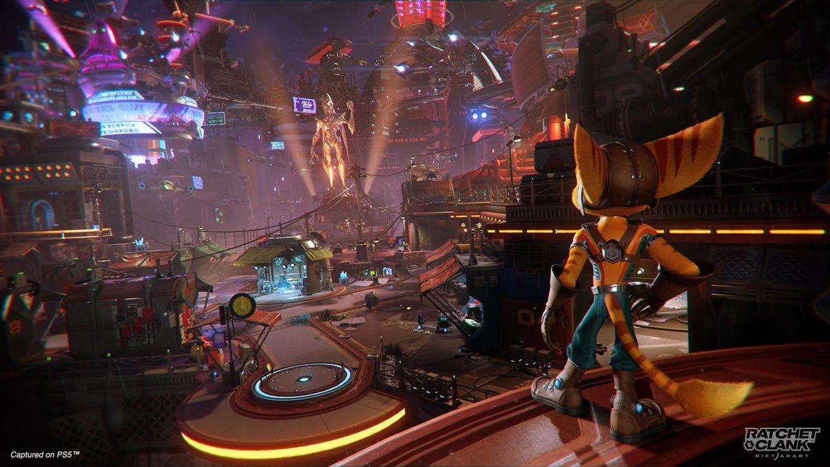 Ratchet overlooks Nefarious City in Ratchet & Clank: Rift Apart