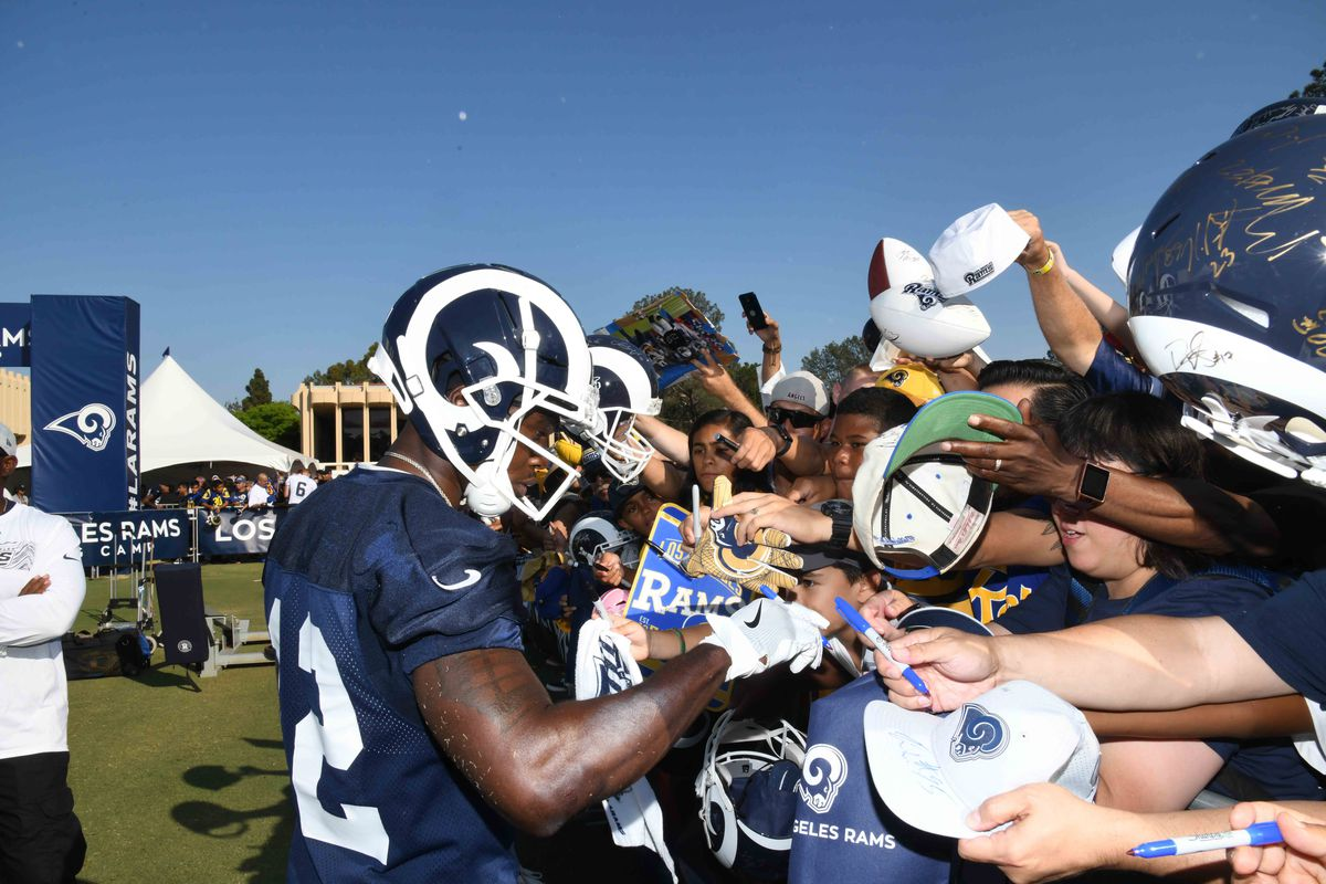 Los Angeles Rams WR Brandin Cooks signs autographs during training camp, Jul, 28, 2018.