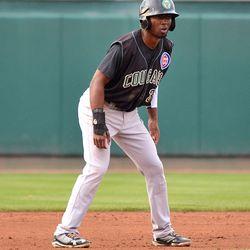 Shawon Dunston, Jr. leads off second base
