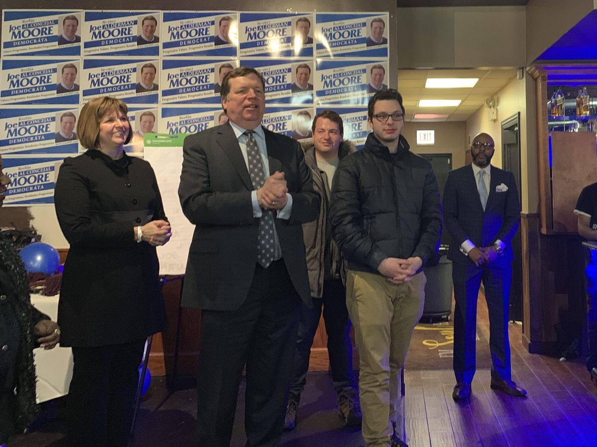 Ald. Joe Moore concedes at a Rogers Park restaurant. | Maddie Burakoff/For the Sun-Times