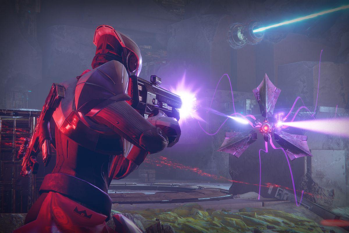 Destiny 2 - The Pyramidion strike: shooting at a harpy