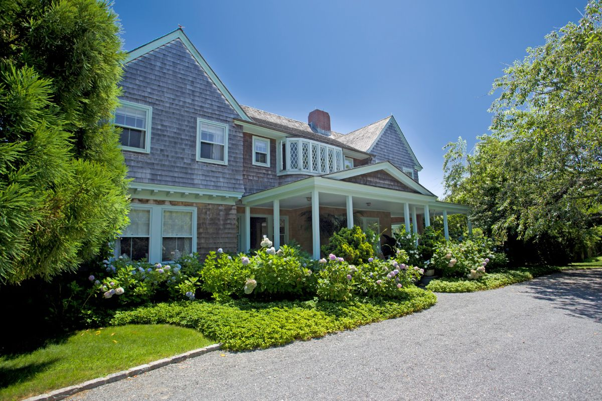 Famed Grey Gardens Estate Closes For 15 5m