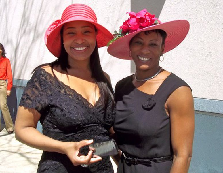 Oprah S Guests Celebrate Royal Wedding By Wearing Enormous Hats Gives Away Princess Diana Replica Rings