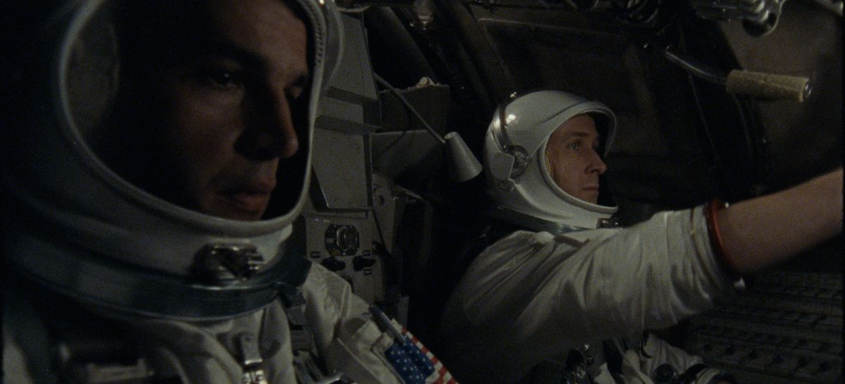 First Man - David Scott (Christopher Abbott) and Neil Armstrong (Ryan Gosling) in the Gemini 8 spacecraft