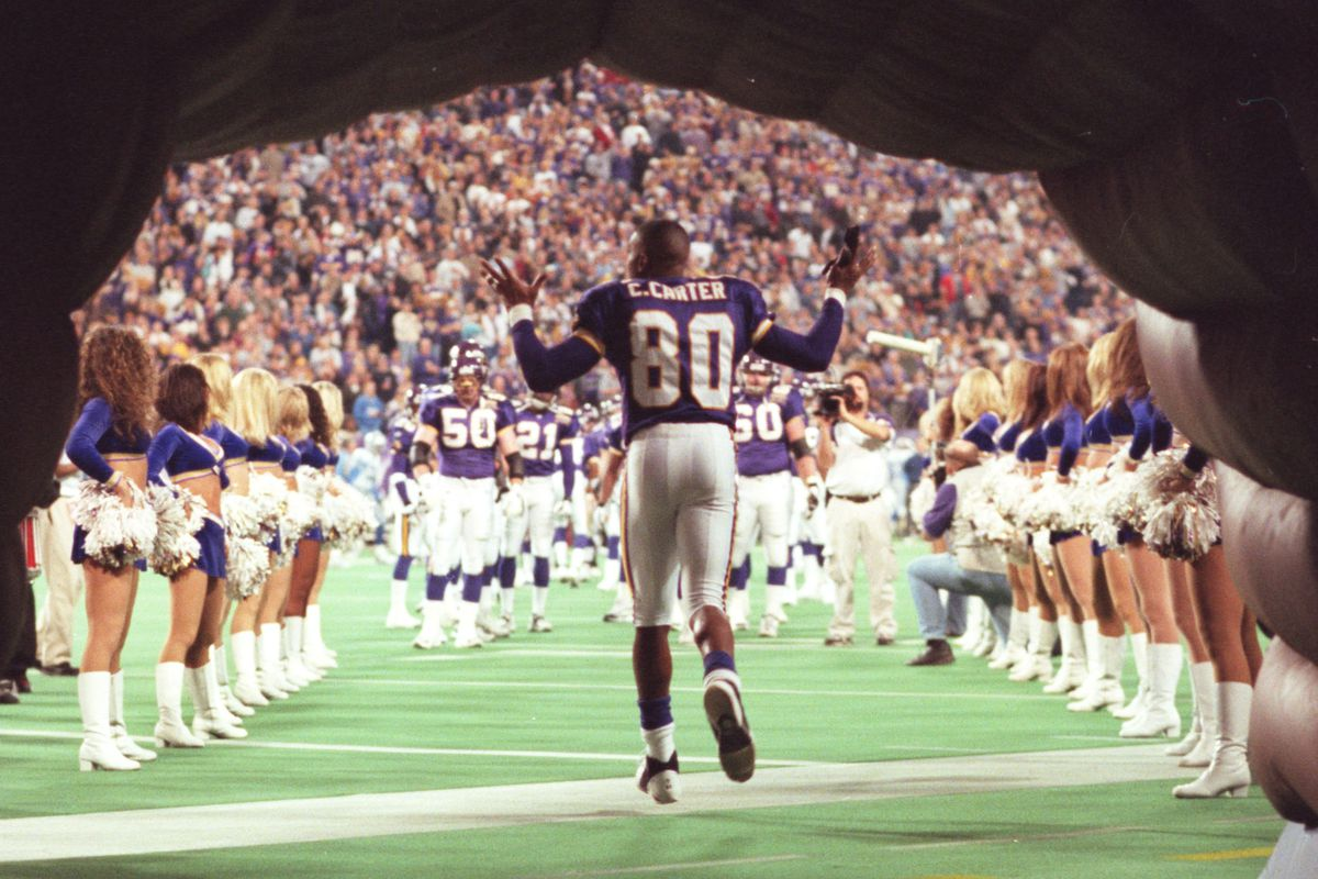 Vikings vs. Detroit Lions, Minneapolis, 11/30/2000: Cris Carter emerges onto the field at the start of the game against the Detroit Lions Thursday night.(Photo By JERRY HOLT/Star Tribune via Getty Images)