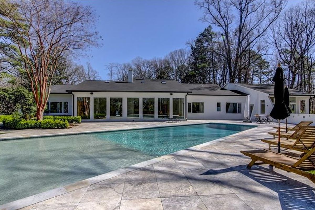 A Buckhead 1970s home with an infinity pool in the contemporary style.
