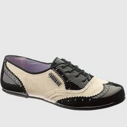 "<a href= ""http://www.hushpuppies.com/US/en-US/Product.mvc.aspx/27917W/0/Womens/AS-RNR-Jazz-Oxford?dimensions=0"">RNR Jazz Oxford</a>, $130"