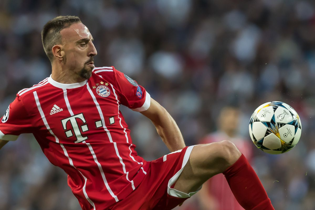 MADRID, SPAIN - MAY 01: Franck Ribery of Bayern Muenchen controls the ball during the UEFA Champions League Semi Final Second Leg match between Real Madrid and Bayern Muenchen at the Bernabeu on May 1, 2018 in Madrid, Spain.