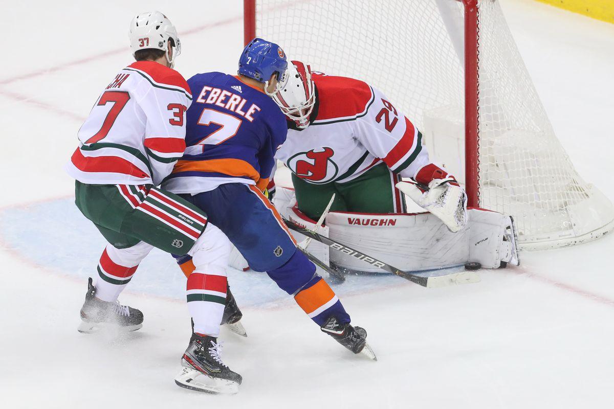 NHL: New York Islanders at New Jersey Devils
