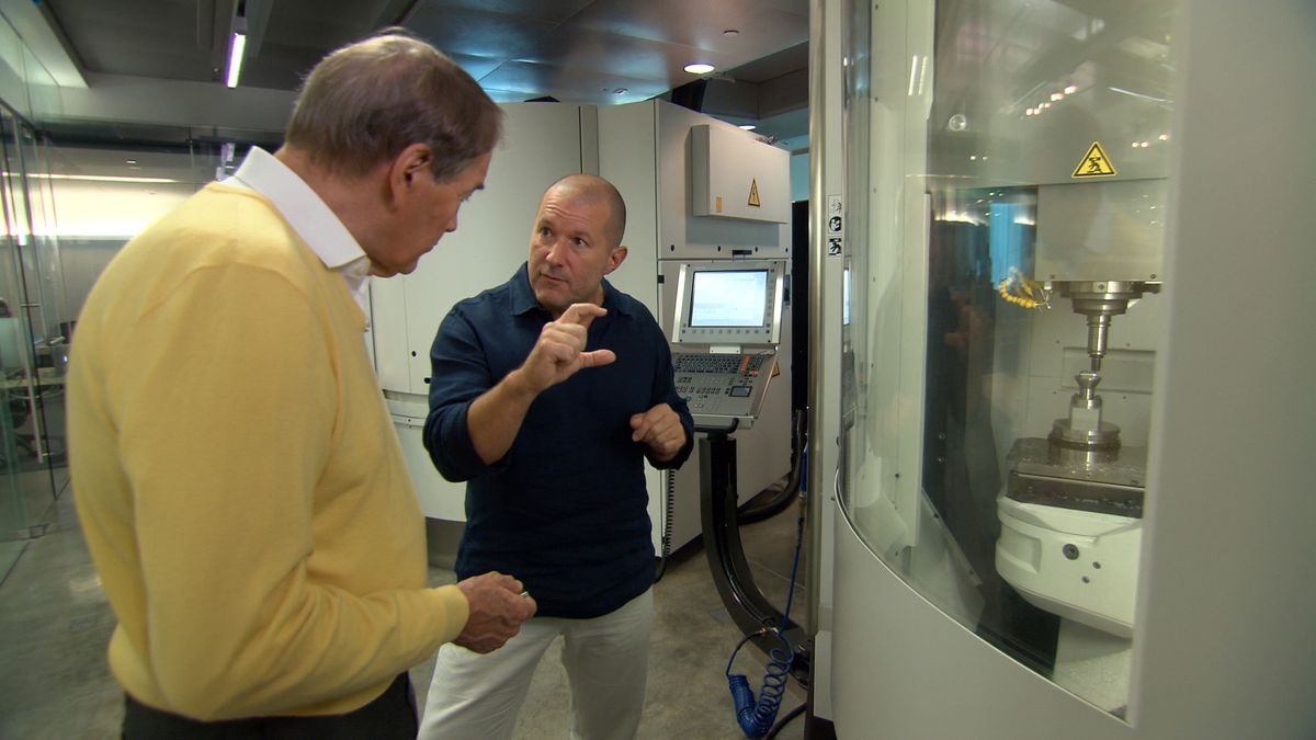 '60 Minutes' interviewer Charlie Rose chats with Apple design guru Jony Ive.