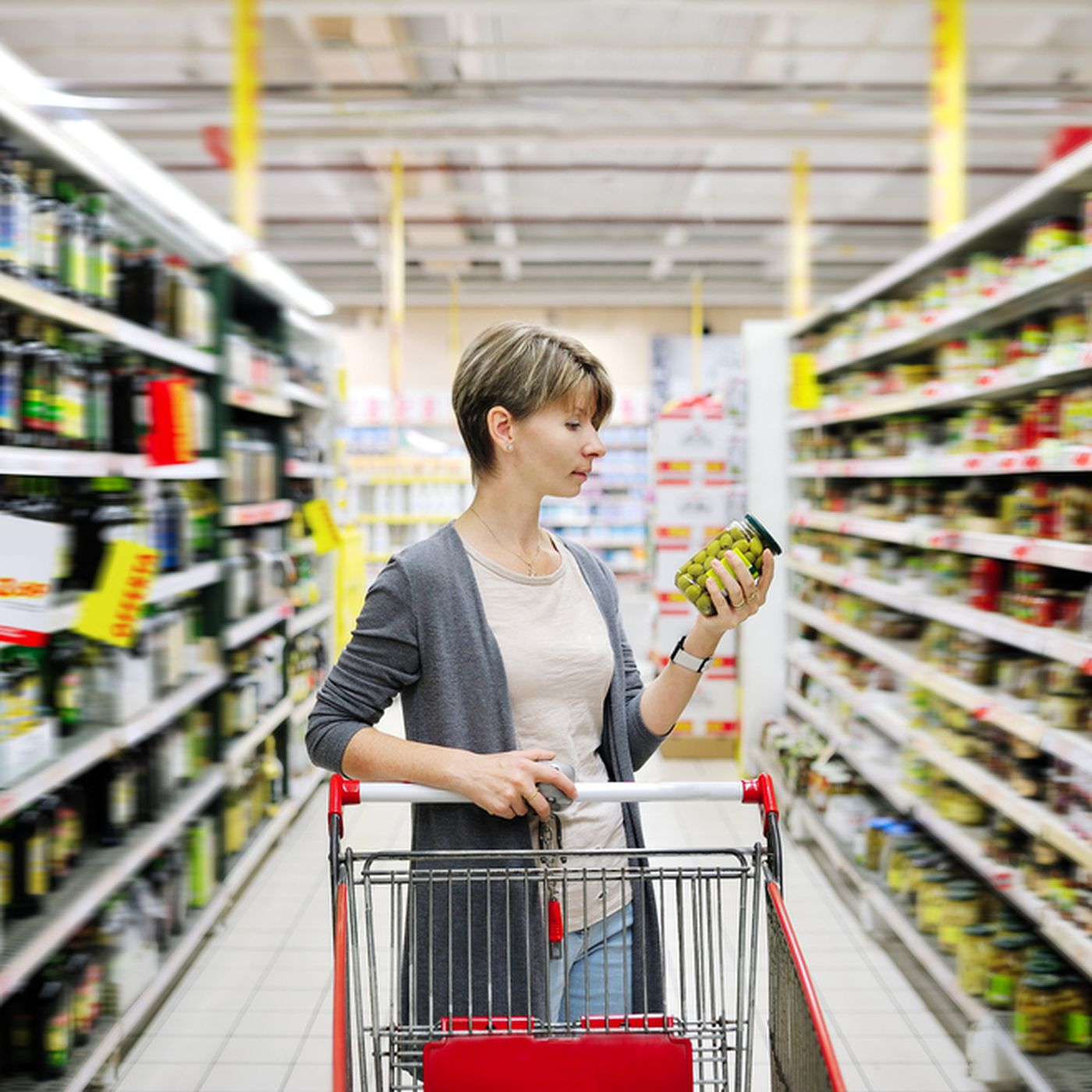 The hidden war over grocery shelf space - Vox