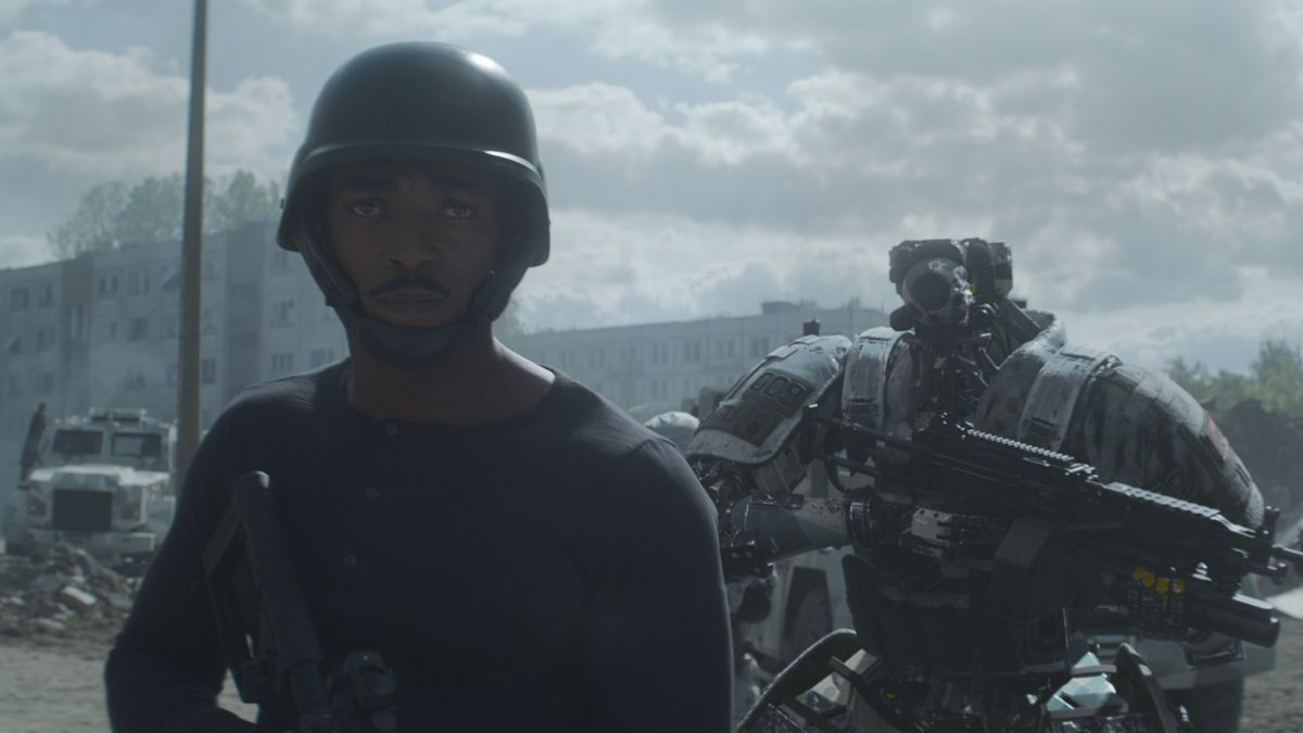 Anthony Mackie and his robot officer in Outside the Wire