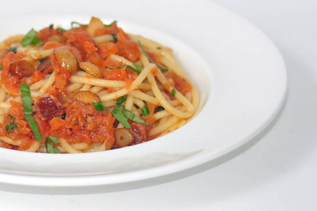plate of fresh classic spaghetti