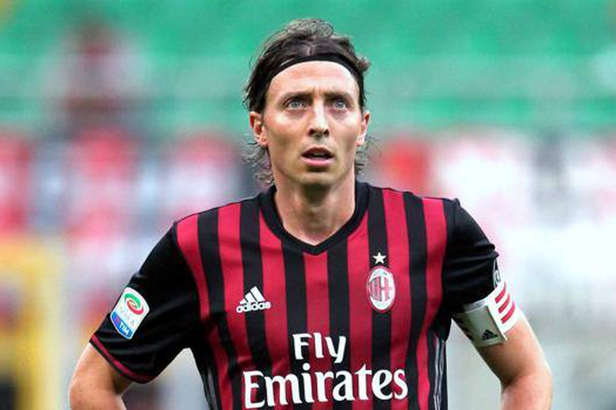 Riccardo Montolivo Could Leave Ac Milan And Go To China In Order To Make Way For Another Arrival The Ac Milan Offside