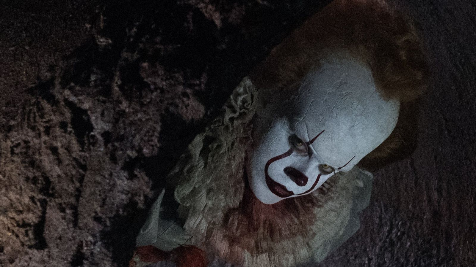 Pennywise Gets A Terrifying Closeup In New Production