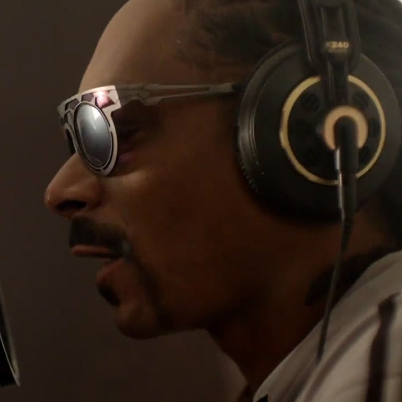 Snoop Dogg rallies support for backward-compatible college