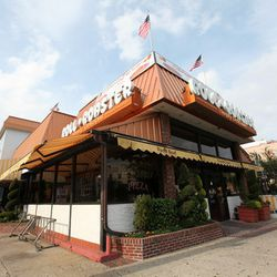 """<a href=""""http://ny.eater.com/archives/2012/08/roast_beef_champagne_and_cheez_at_rollnroaster.php"""">Who Goes There?: Roll-N-Roaster</a>"""