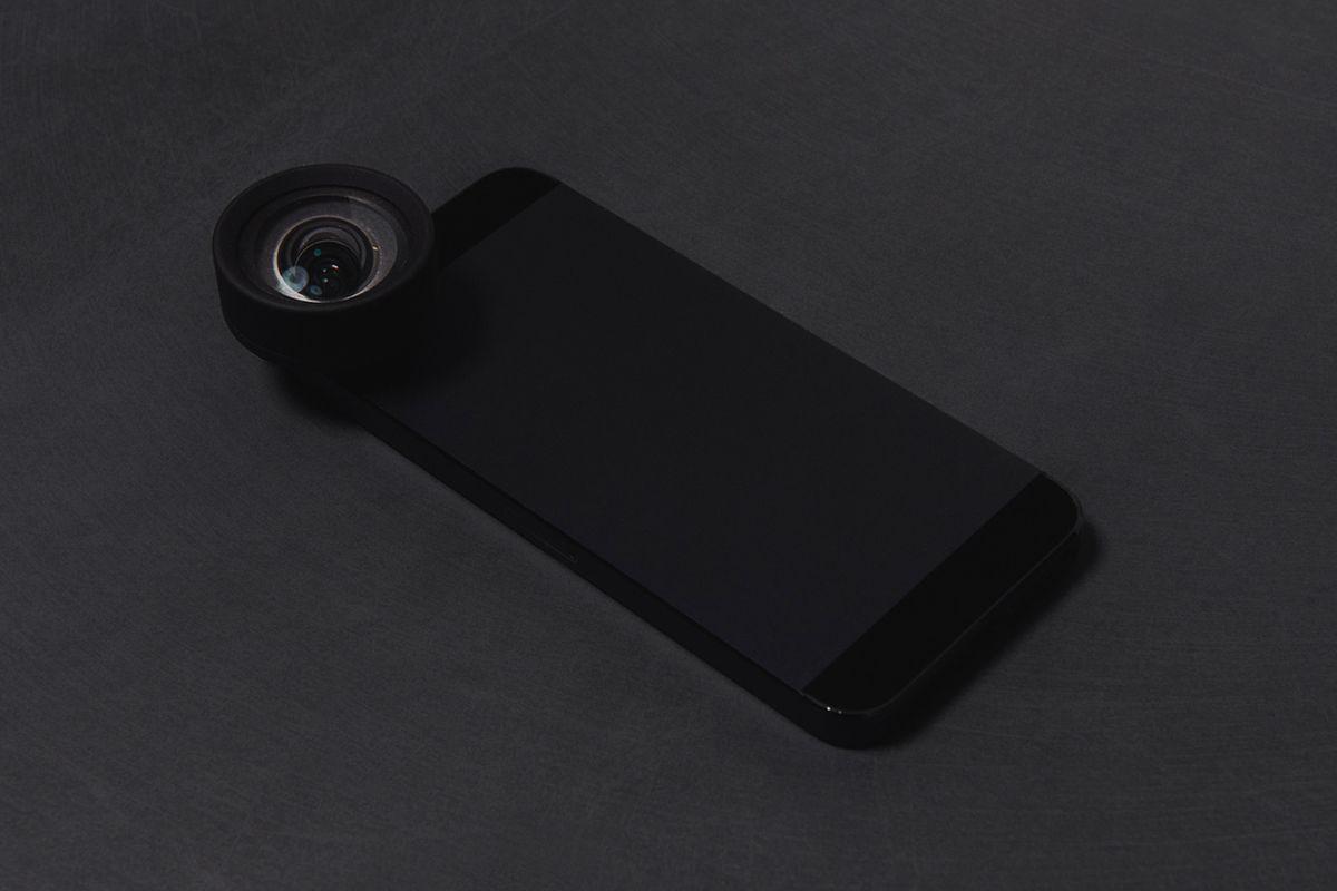 Moment lens for smartphones