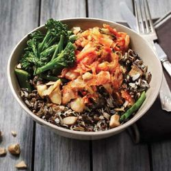 Organic bowls include a Mexi Fresh Quinoa bowl, a Kimchi Wild Rice Bowl, and more ($8 to $9)