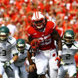 Running back Mevlin Gordon breaks away from the defense for a touchdown in the 3rd quarter