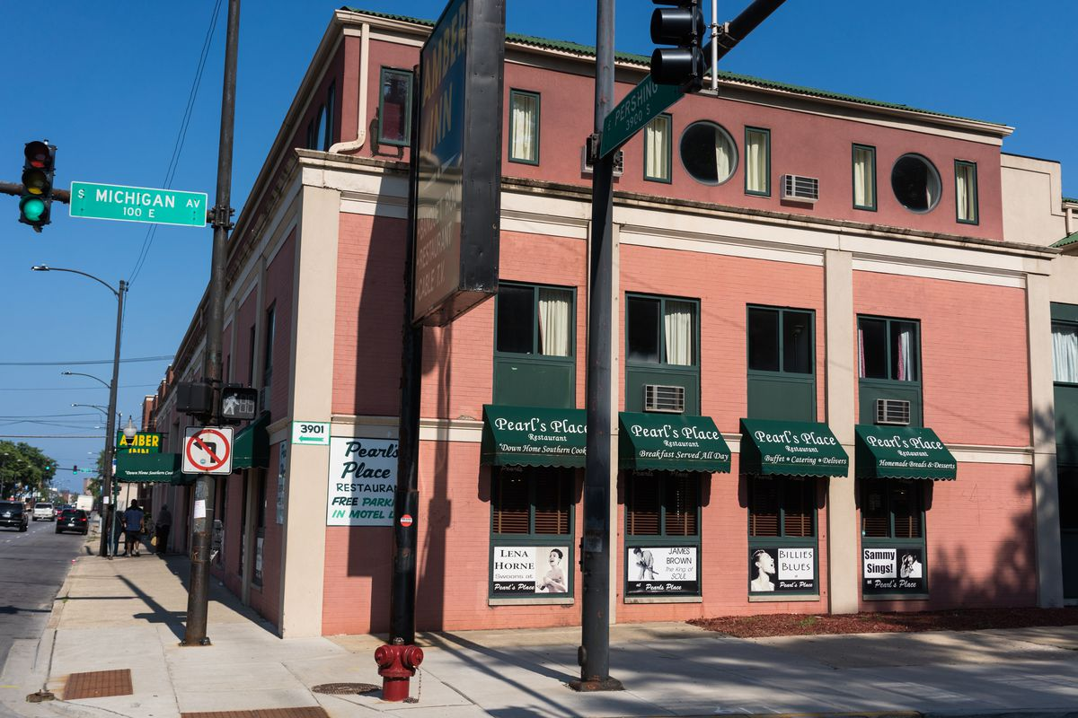 Pearl's Place restaurant on South Michigan Avenue in Bronzeville.   Max Herman/For the Sun-Times