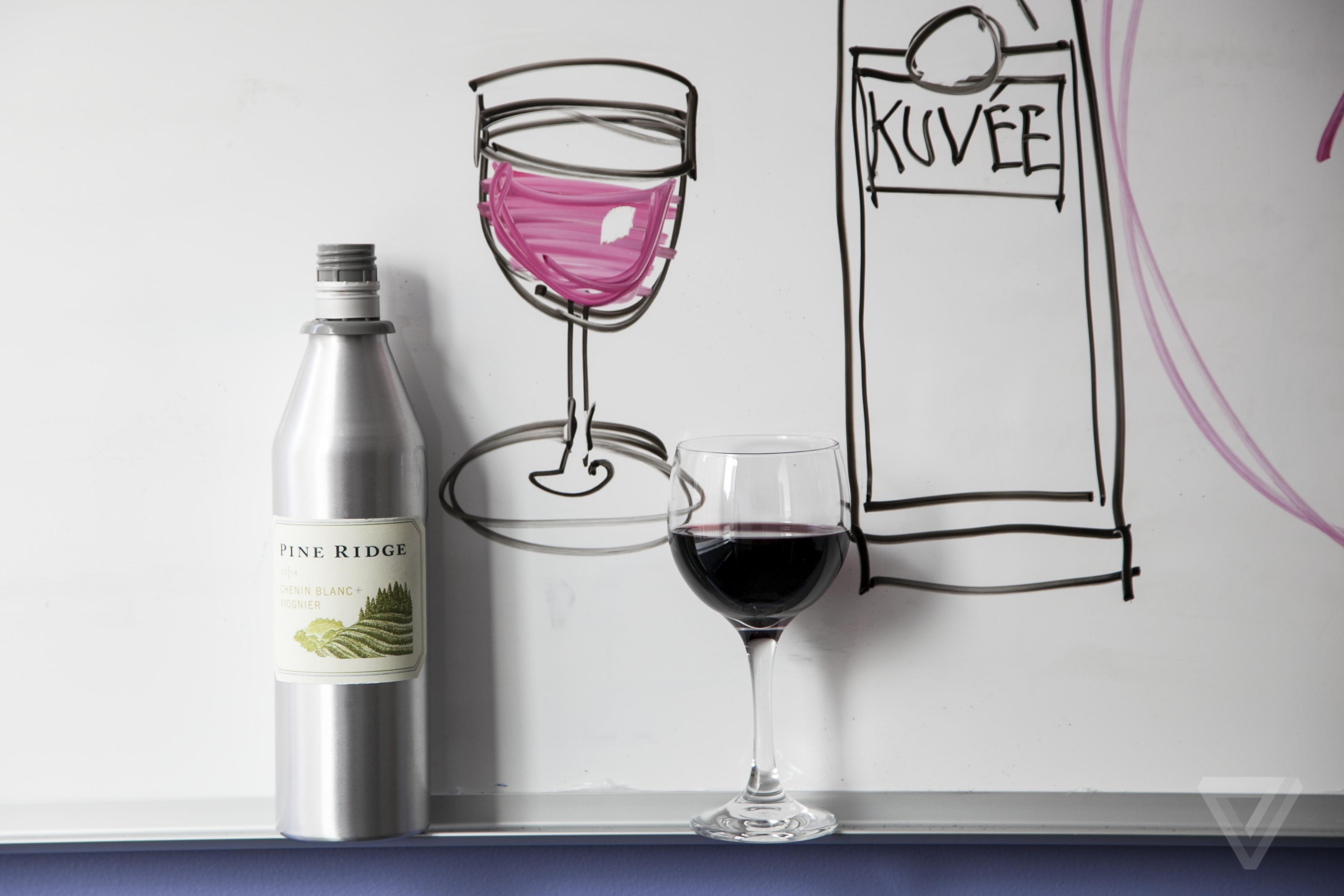 kuvee smart wine bottle-news-Amelia Krales/The Verge