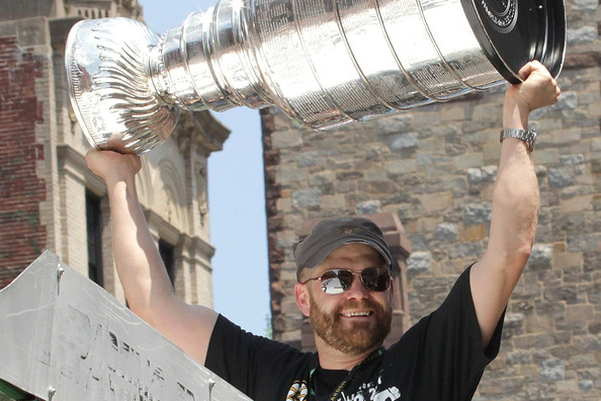 BOSTON, MA  - JUNE 18:Tim Thomas of the Boston Bruins, react to cheers a Stanley Cup victory parade on June 18, 2011 in Boston, Massachusetts.  (Photo by Jim Rogash/Getty Images)