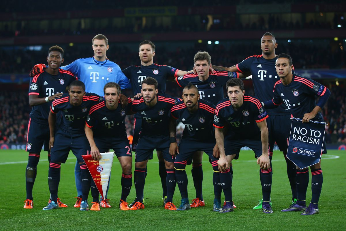 Arsenal FC v FC Bayern Munchen - UEFA Champions League LONDON, ENGLAND - OCTOBER 20: Bayern Munich players line up with a 'No To Racism' pennant prior to the UEFA Champions League Group F match between Arsenal FC and FC Bayern Munchen at Emirates Stadium on October 20, 2015 in London, United Kingdom.