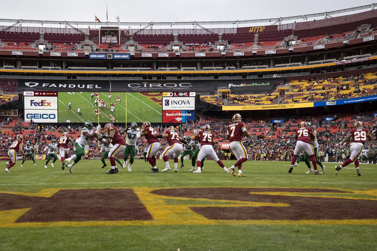 A general view of the game during the fourth quarter as Dwayne Haskins of the Washington Redskins drops back to pass against the New York Jets at FedExField on November 17, 2019 in Landover, Maryland.