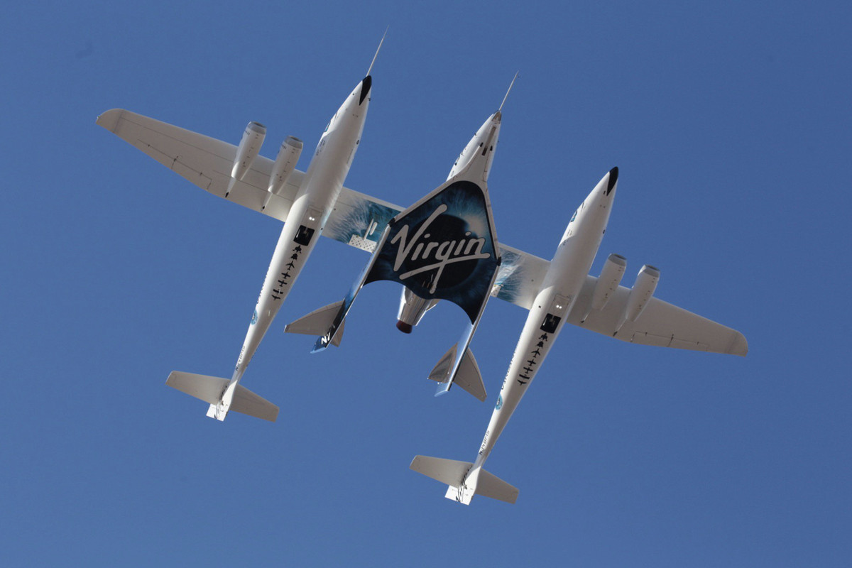 Richard Branson's Virgin Galactic tests spaceship above California's Mojave Desert