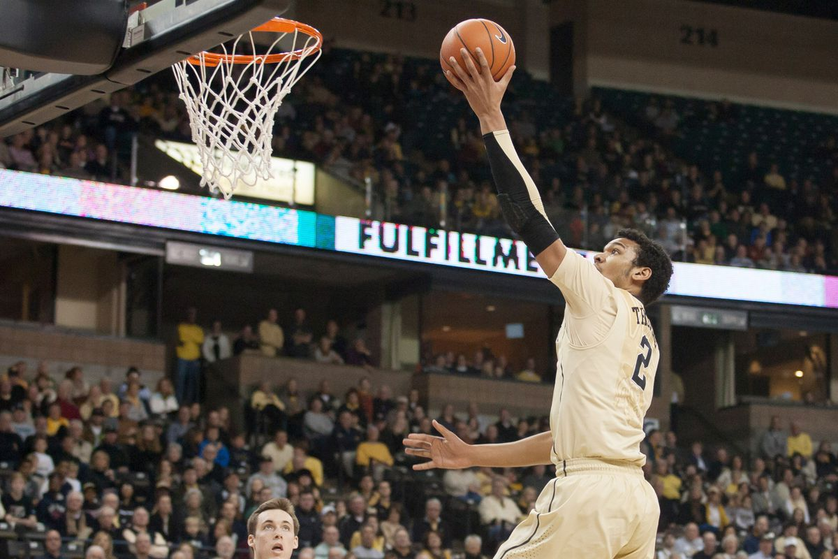 Devin Thomas scores 2 of his 21 points against the Notre Dame Fighting Irish on Saturday