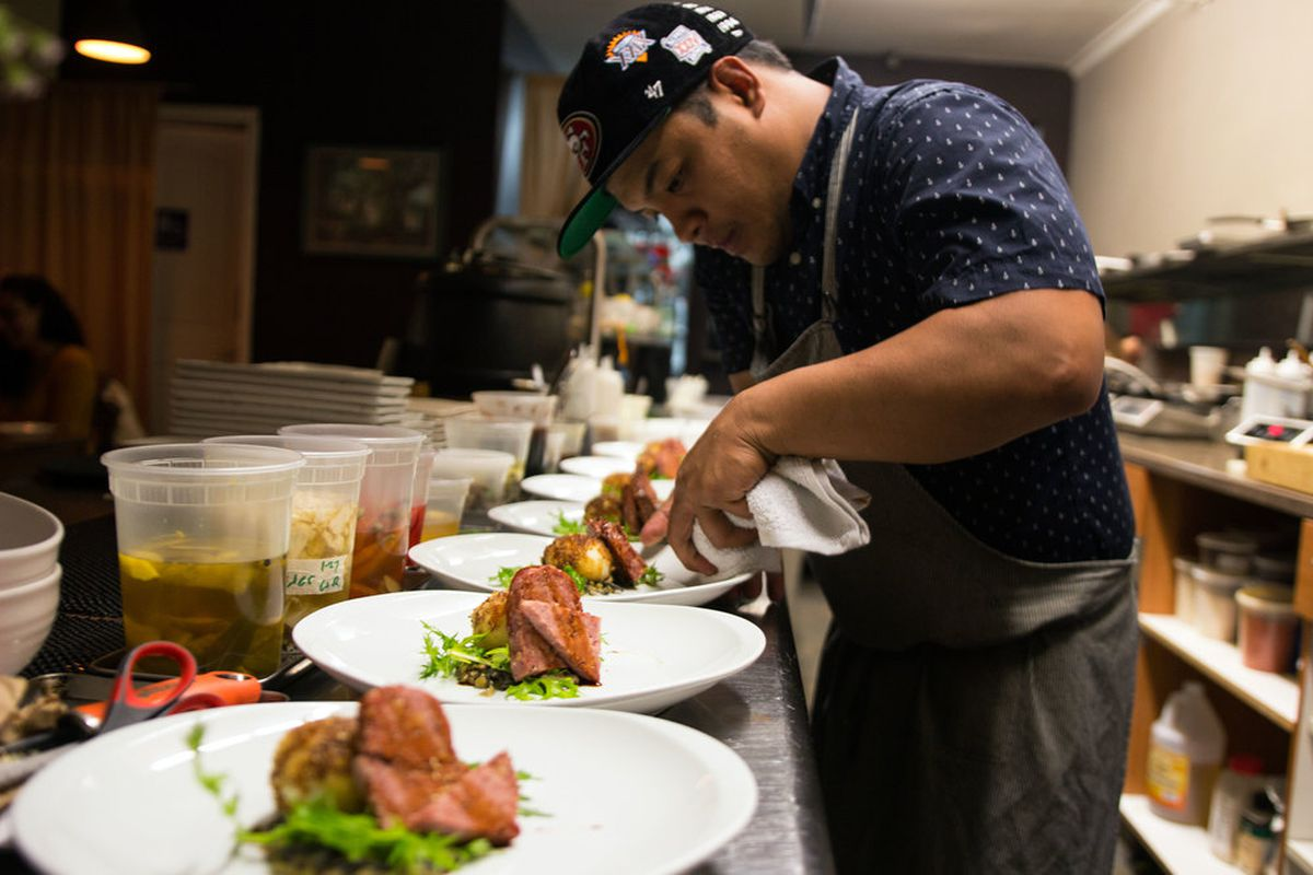 Shawn from Prubechu, plating food on the line