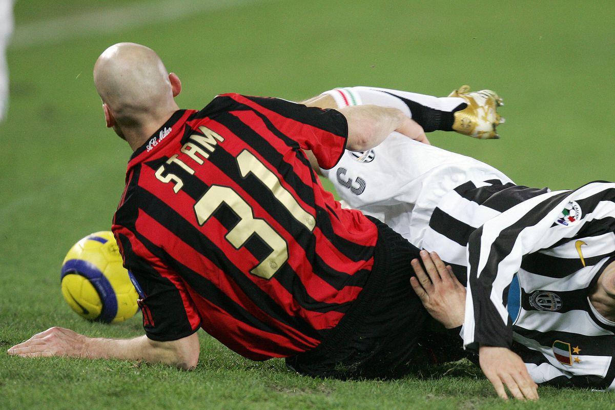 Juventus' defender Giorgio Chiellini (R)