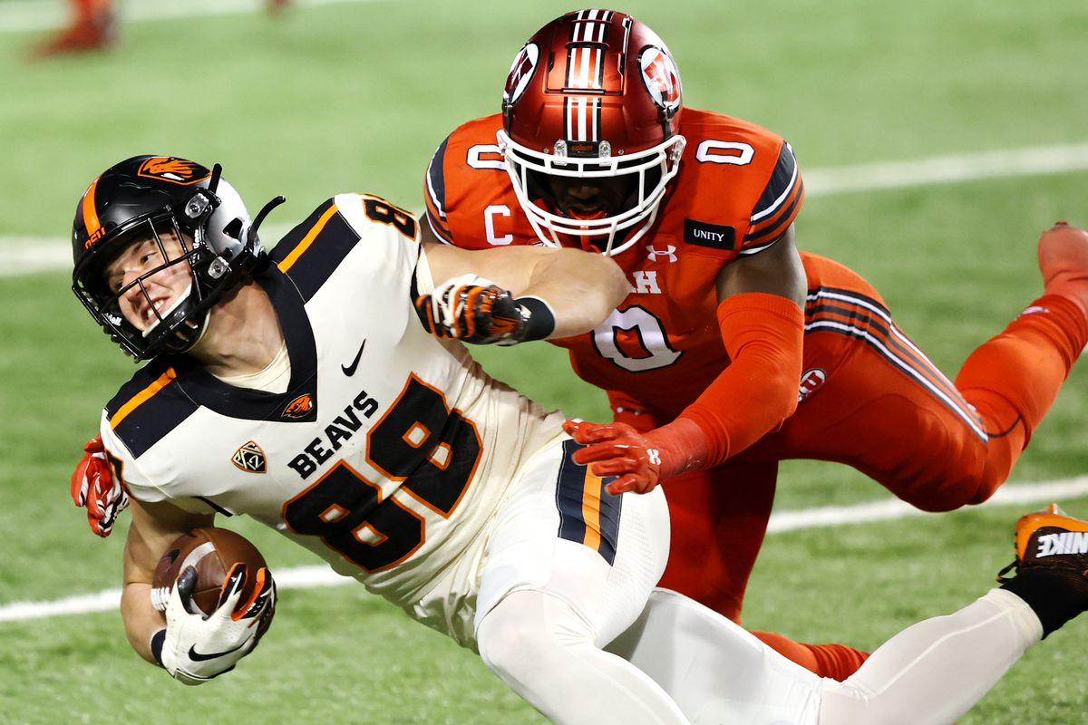 Utah linebacker Devin Lloyd pushes Oregon State's Luke Musgrave out of bounds. Lloyd is a second-team preseason All-American.