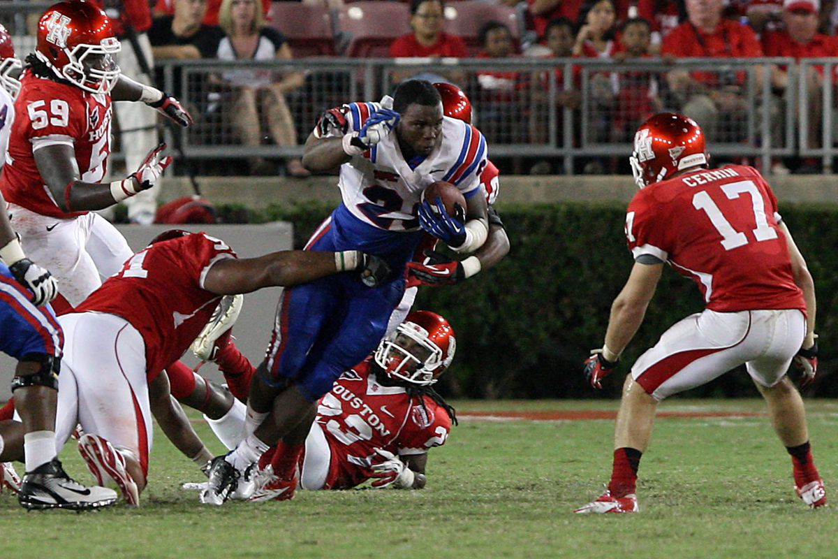 September 08, 2012; Houston, TX, USA; Louisiana Tech Bulldogs running back Kenneth Dixon (28) rushes after losing his helmet in the fourth quarter against the Houston Cougars at Robertson Stadium. Mandatory Credit: Troy Taormina-US PRESSWIRE