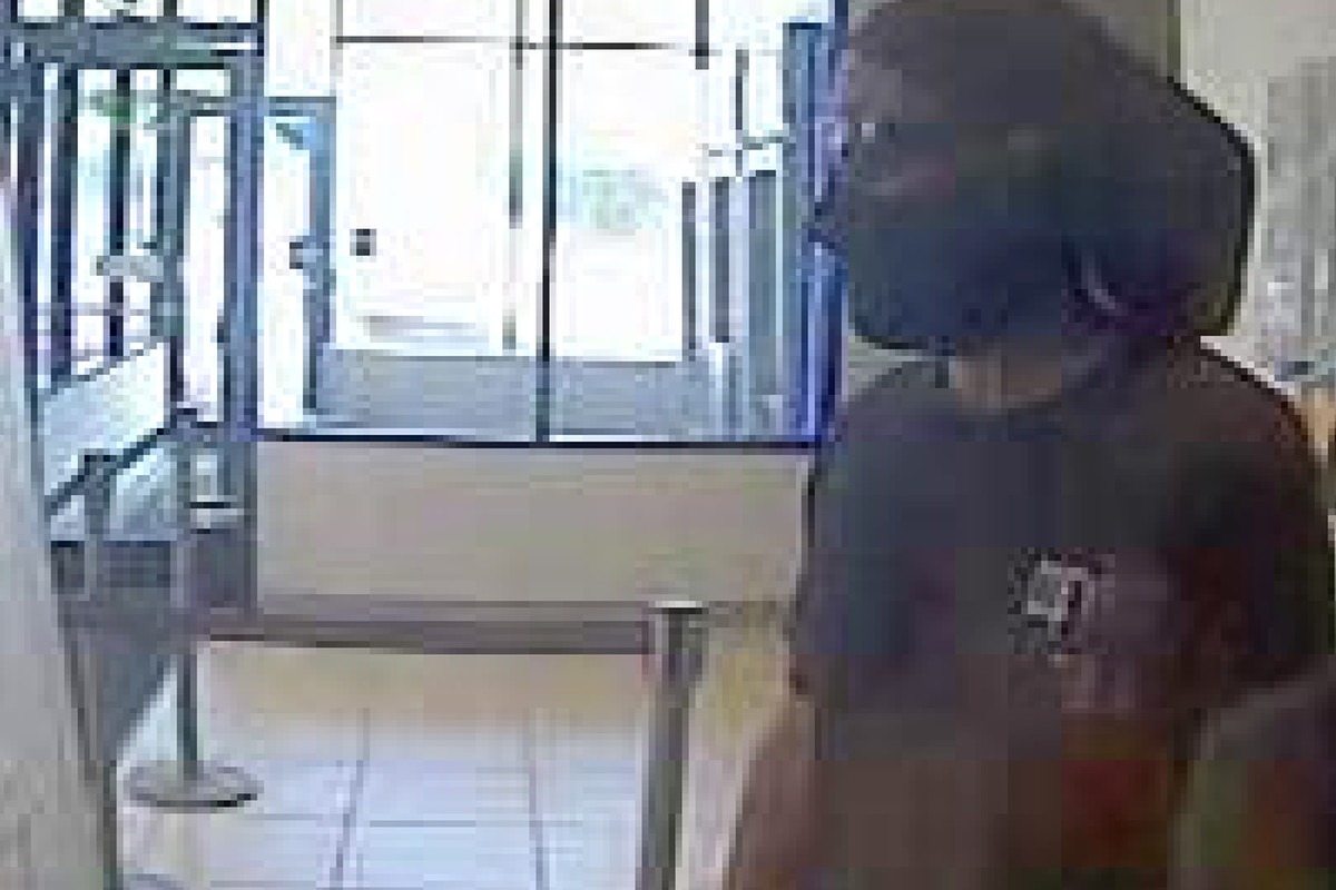 Chase Bank branch robbed in Little Village