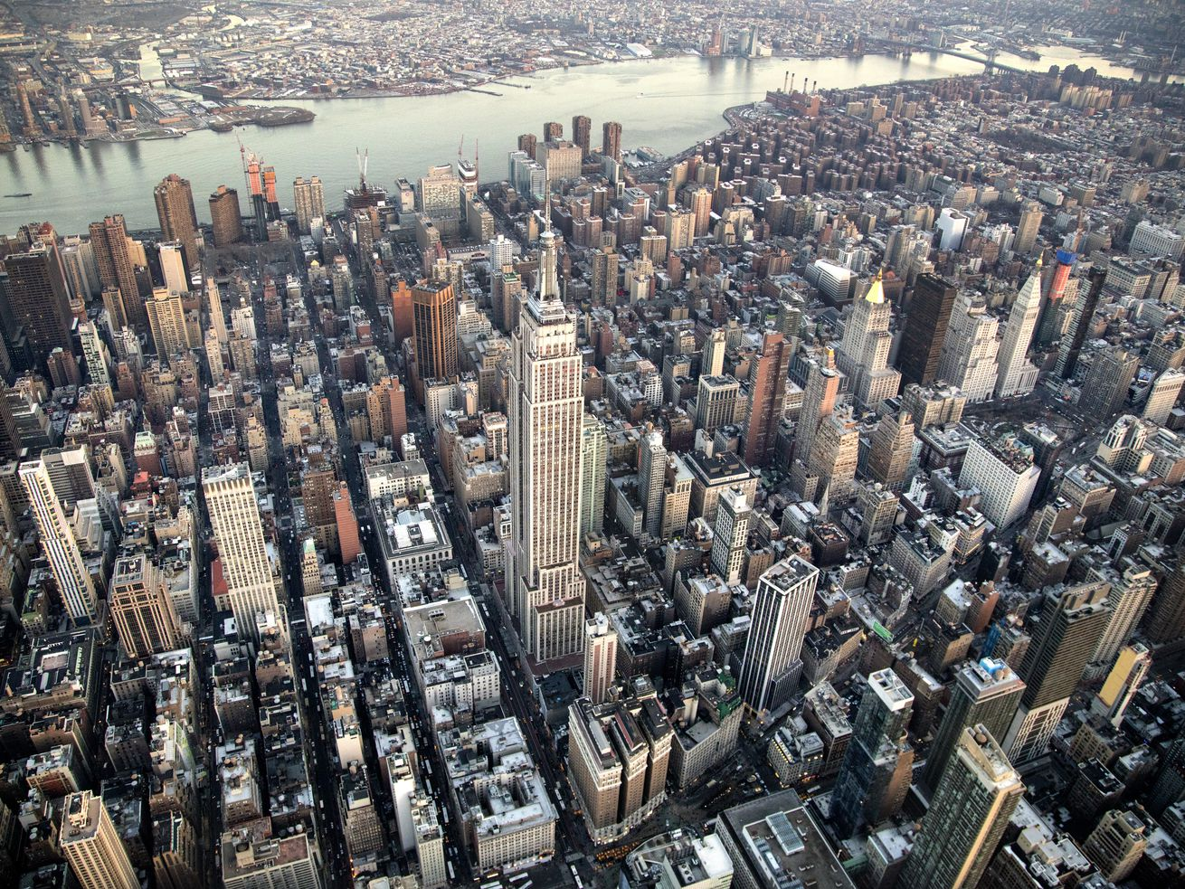 No, Manhattan Home Prices Are Not Plummeting