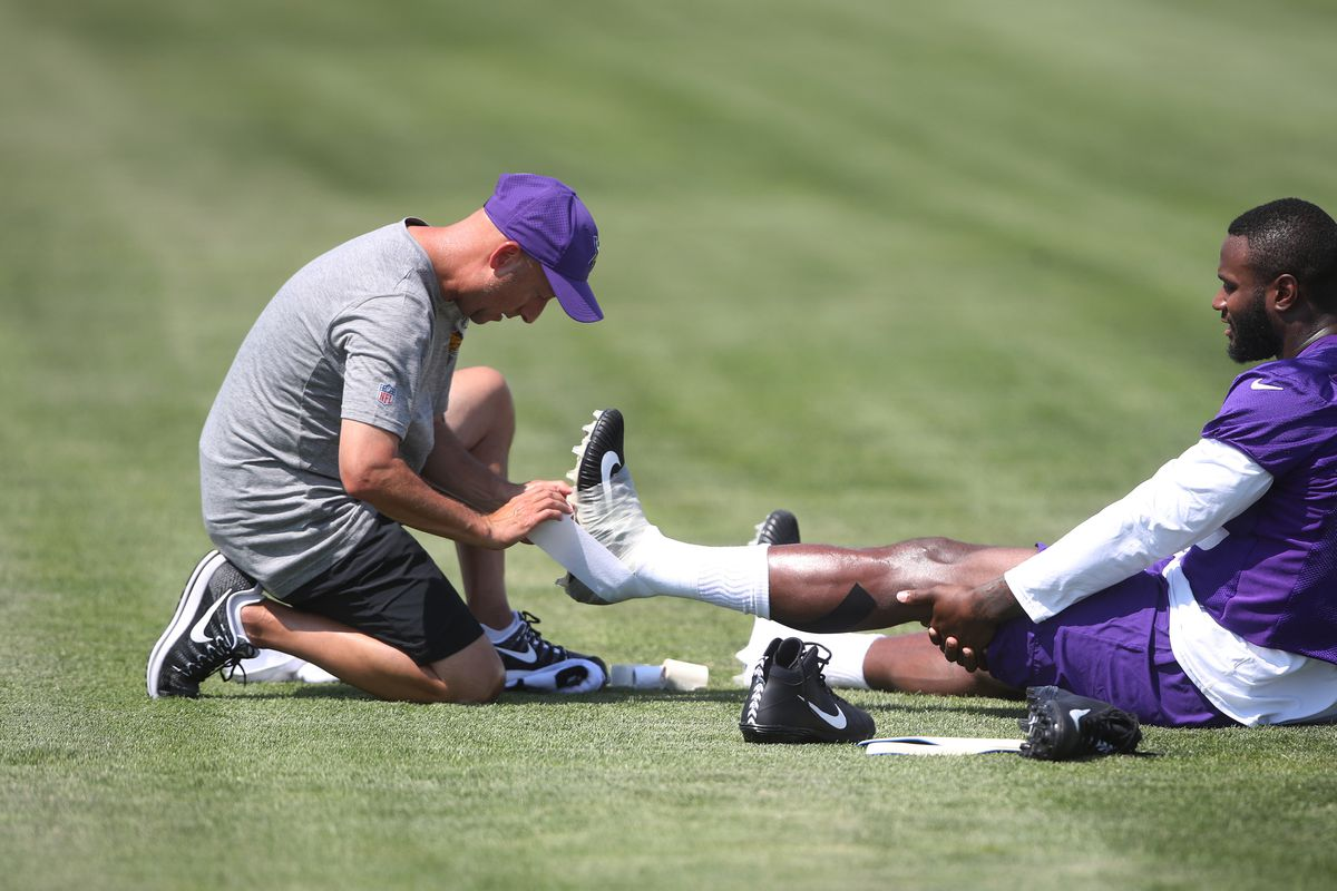 Vikings head trainer Eric Sugarman wrapped the ankle of Minnesota Vikings running back Latavius Murray (25) as he continued his recovery from surgery at Minnesota State University Mankato Tuesday July 25, 2017 in Mankato , MN. ] JERRY HOLT • jerry.h