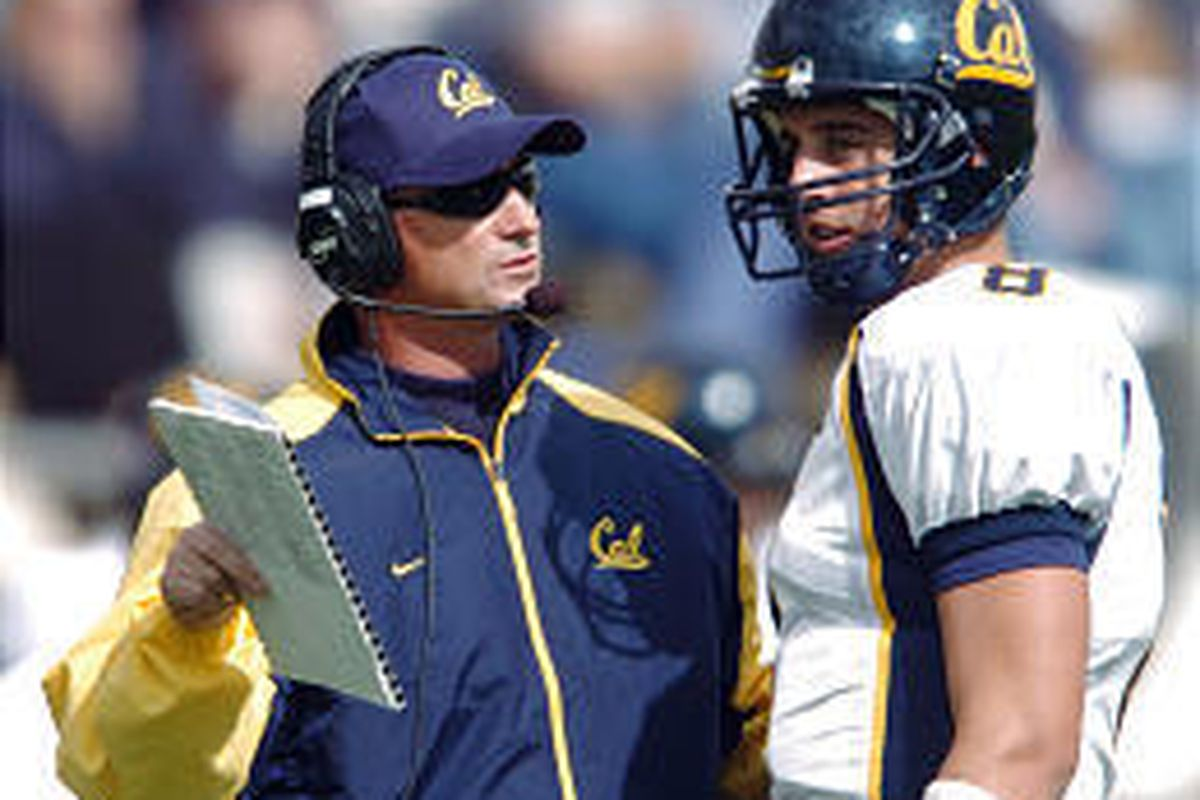 Cal coach Jeff Tedford confers with QB Aaron Rodgers about how to beat Oregon State.