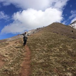 Run Up For Air race director Jared Campbell flying down the Grandeur Peak trail after his fifth of 13 summits in 24 hours.